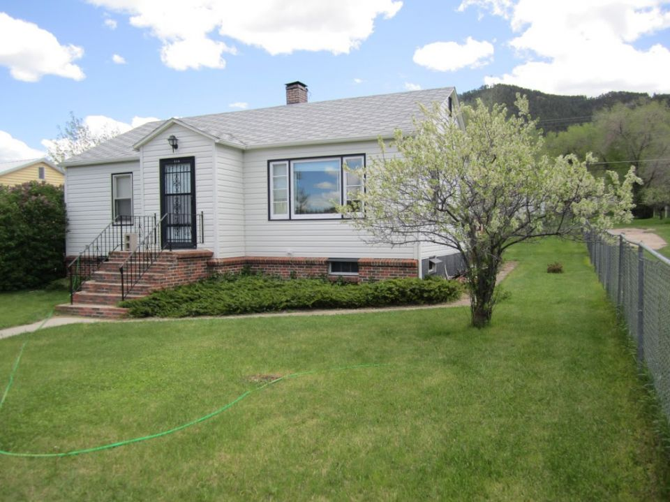 Cozy country style home in sundance wyoming rally rentals for Sundance house