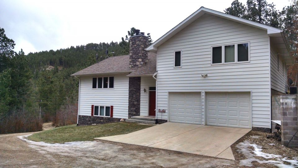 Split Foyer Home For Rent : Spacious newer split foyer home in wooded gulch west of