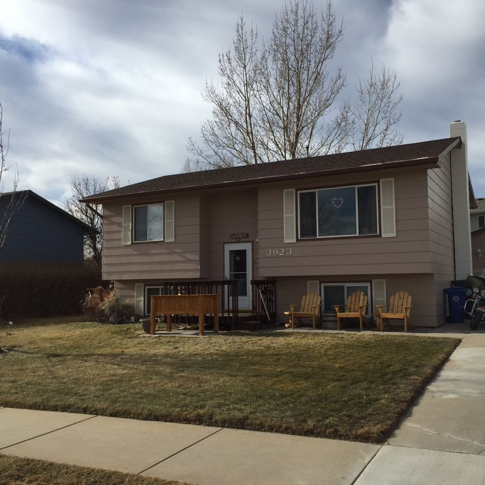 Very Well-Kept Split-Foyer Home North Of Rushmore Mall In